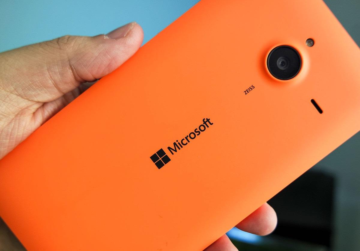 مايكروسوفت تطلق هاتفها Lumia 940 XL بماسح لقزحية العين
