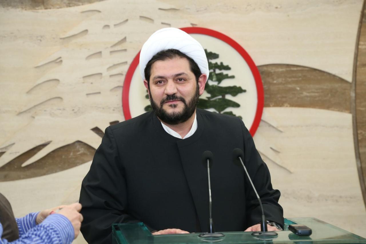 رجل دين شيعي لبناني ينتقد حزب الله الإرهابي لدعمه نظام الأسد