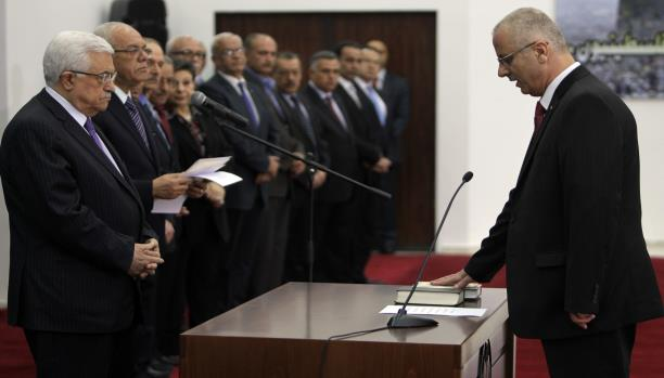 فتح وحماس  تعلنان حكومة التوافق الفلسطيني الاثنين