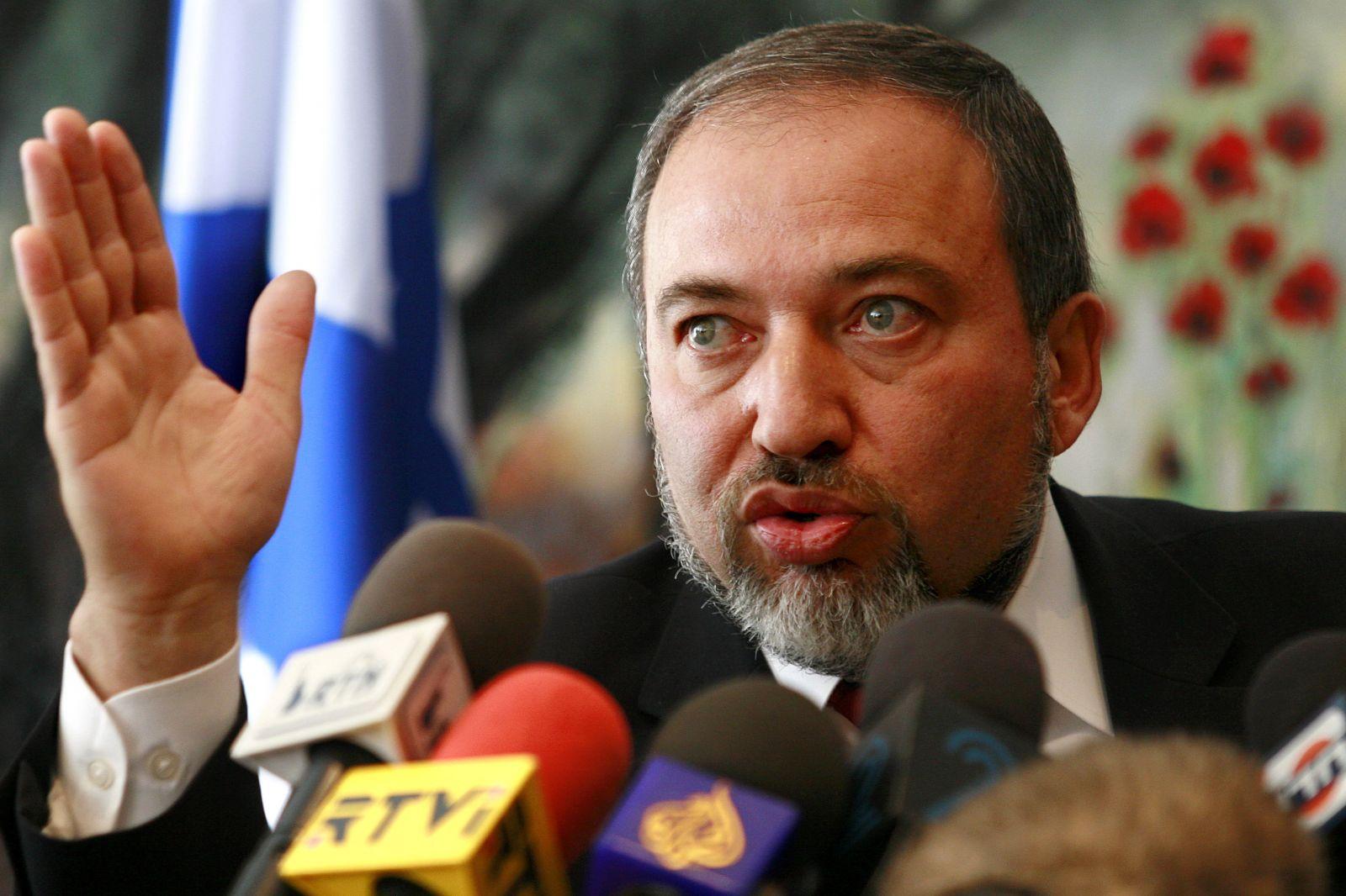ليبرمان يدعو لإقامة تحالفات مع دول عربية معتدلة