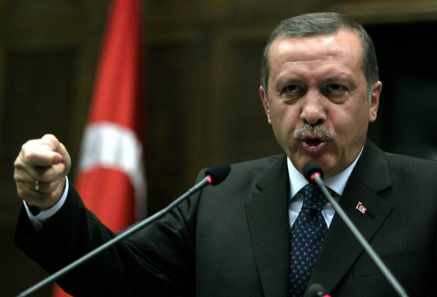أردوغان يتوعد بمحاسبة الانقلابين في بلاده