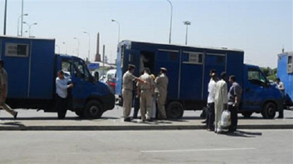 مصر: الحكم ببراءة ضابط متهم بقتل 37 معتقلاً في عربة الترحيلات