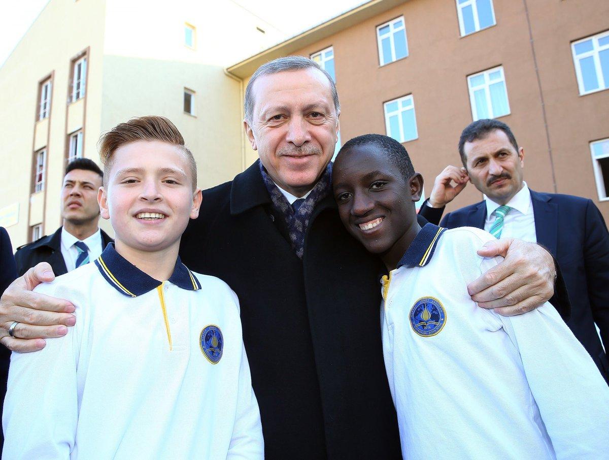 أردوغان يفتتح ثانوية دولية للأئمة والخطباء