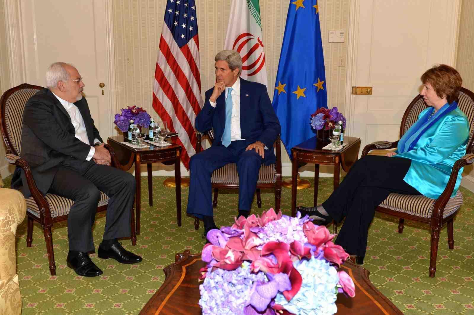 اجتماع مسقط الثلاثي بشأن نووي إيران يستأنف أعماله