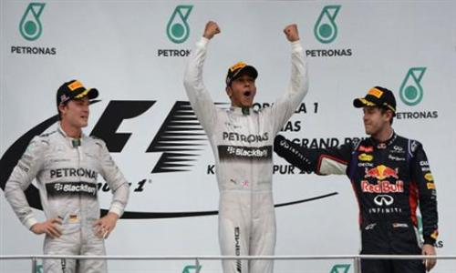 البريطاني هاميلتون سائق مرسيدس يتوج بسباق ماليزيا للسيارات