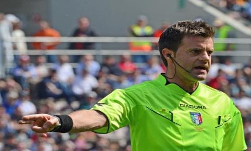 حكم إيطالي يحتسب ضربة جزاء ثم يتراجع عن قراره