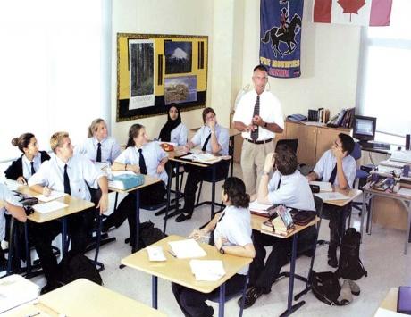دبي: 35% من الطلاب يدرسون غير منهاج التربية