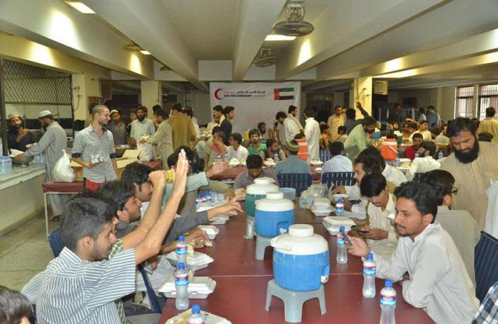 هيئة الهلال الأحمر تواصل برنامج  إفطار الصائم  في باكستان