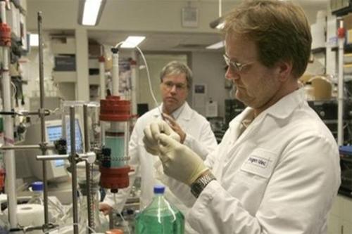 دبي تكرم 5 أمريكيين لاكتشافهم علاجاً لأمراض فتاكة