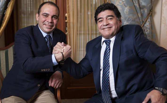 مارادونا يدعم علي بن الحسين للفوز برئاسة الفيفا