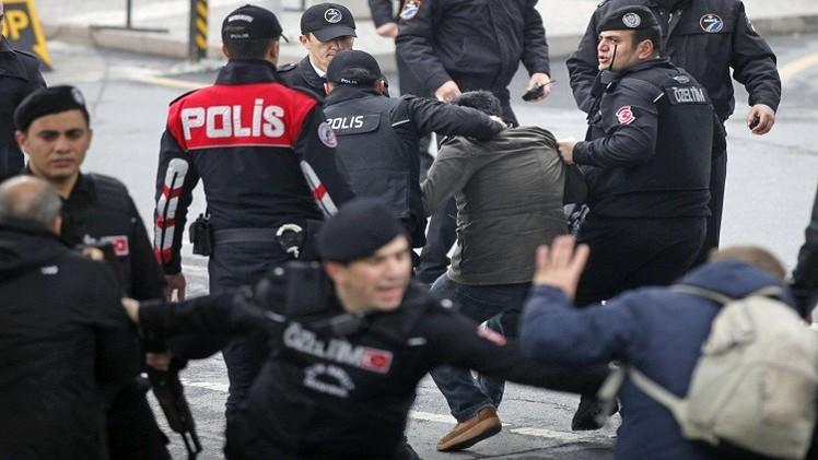 الشرطة التركية تعتقل نحو مئة شخص لصلاتهم بكولن