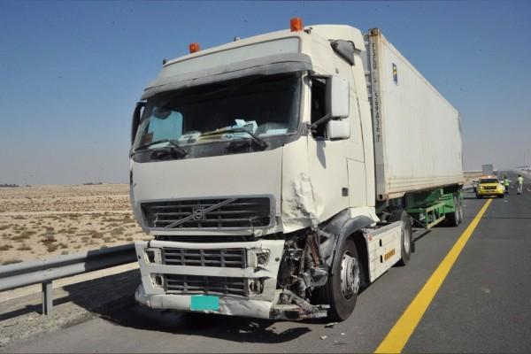 شرطة دبي توقف سائق الشاحنة المتسبب بتصادم 44 مركبة