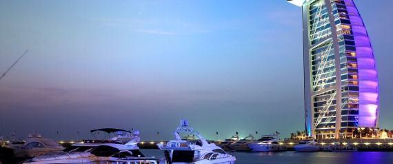 أول مطبخ عائم في العالم.. دبي تبنيه وسط المياه لخدمة  القوارب واليخوت