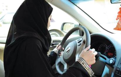 مرور أبوظبي يقدم الدعم النفسي لمرتكبات الحوادث