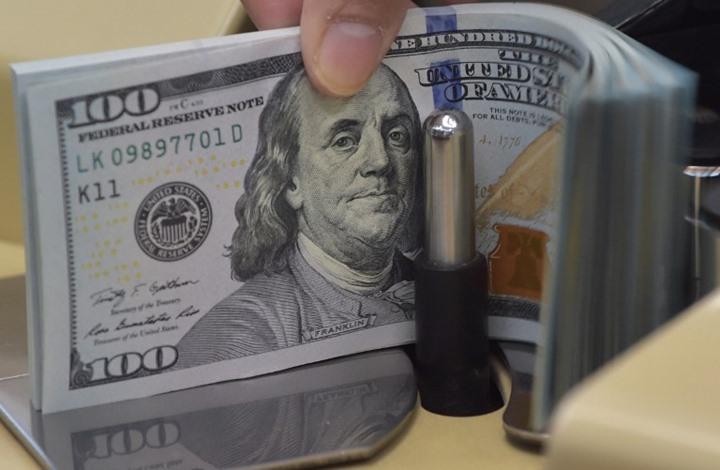 الدولار يرتفع مع اقتراب صدور بيانات البنك المركزي الأمريكي