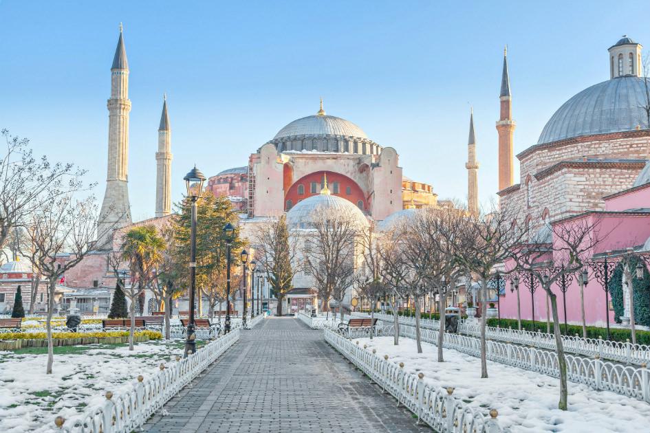 الأتراك يكسرون قدسية أتاتورك بتغيير جريء لمناهج التعليم