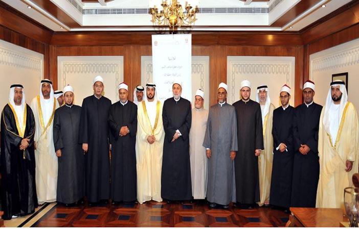 الدفعة الأولى من العلماء ضيوف رئيس الدولة تصل أبوظبي