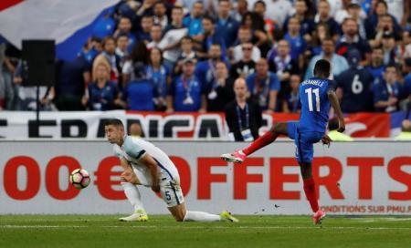 فرنسا بعشرة لاعبين تهزم انجلترا 3-2 في مباراة مثيرة