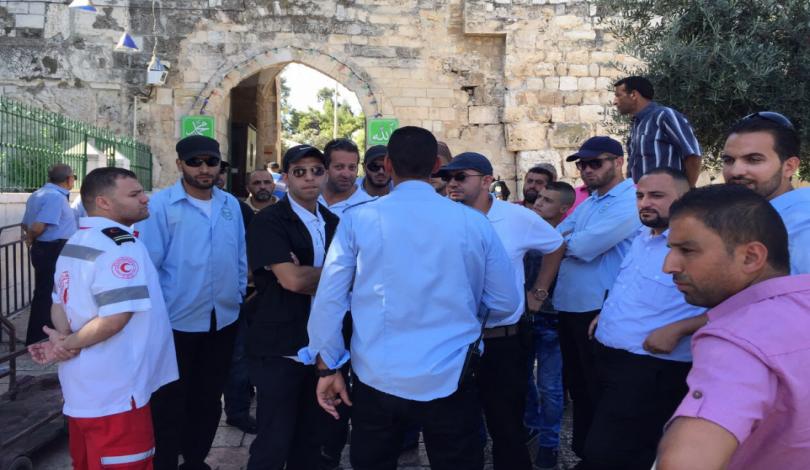 السلطات الإسرائيلية تعتقل 4 من حراس المسجد الأقصى من منازلهم بالقدس