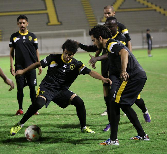 لاعبو الاتحاد السعودي يصابون بحالات تسمم تربكهم قبل مواجهة نجران