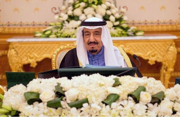 ما هي توجهات العاهل السعودي بعد الإقالات والمكافآت السخية؟