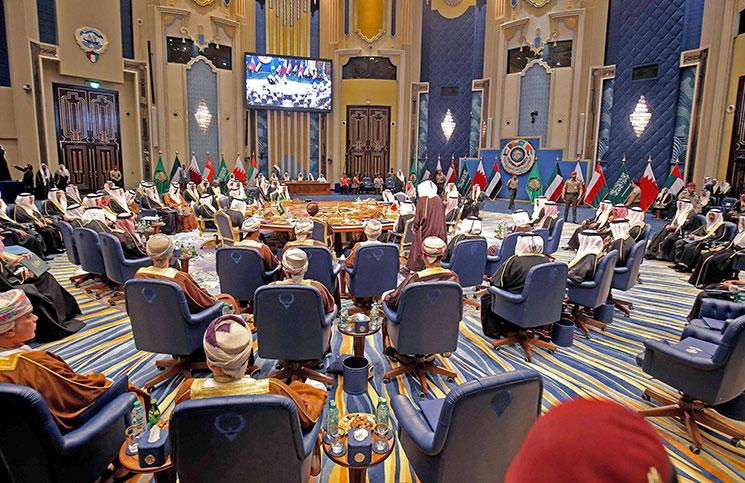 تقرير يزعم انتهاج أبوظبي استراتيجيات