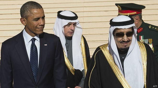 الملك سلمان يوقف مراسم استقبال أوباما ويتوجه لأداء الصلاة