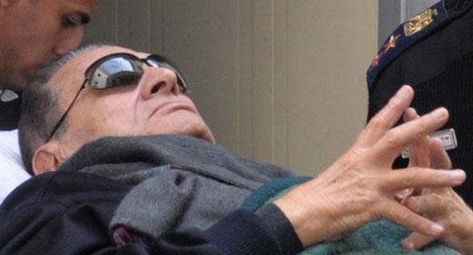 مبارك في حالة صحية سيئة بعد إصابته بكسر في الفخذ