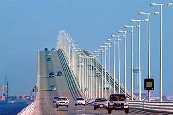 العاهل السعودي يدشن الجسر الثاني مع مملكة البحرين