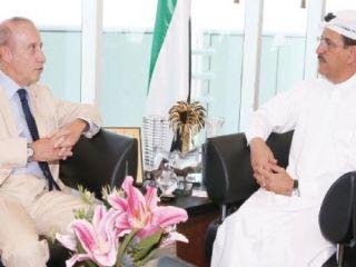 المنصوري يبحث مع السفير الإيطالي تعزيز العلاقات الاقتصادية