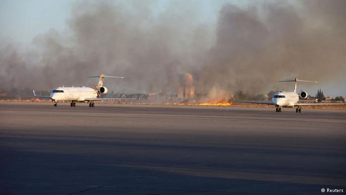 تجدد الاشتباكات في مطار طرابلس ودول تجلي رعاياها