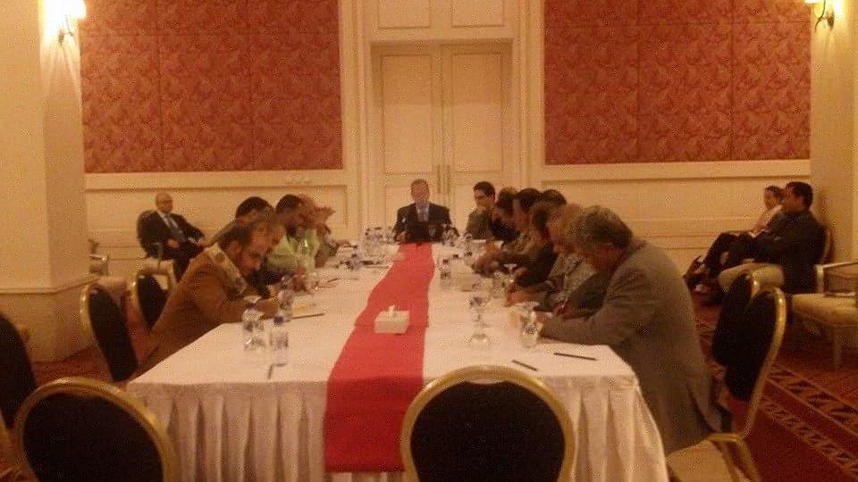 الأحزاب في اليمن تفوض رئيس البلاد ورئيس الوزراء بتشكيل حكومة جديدة