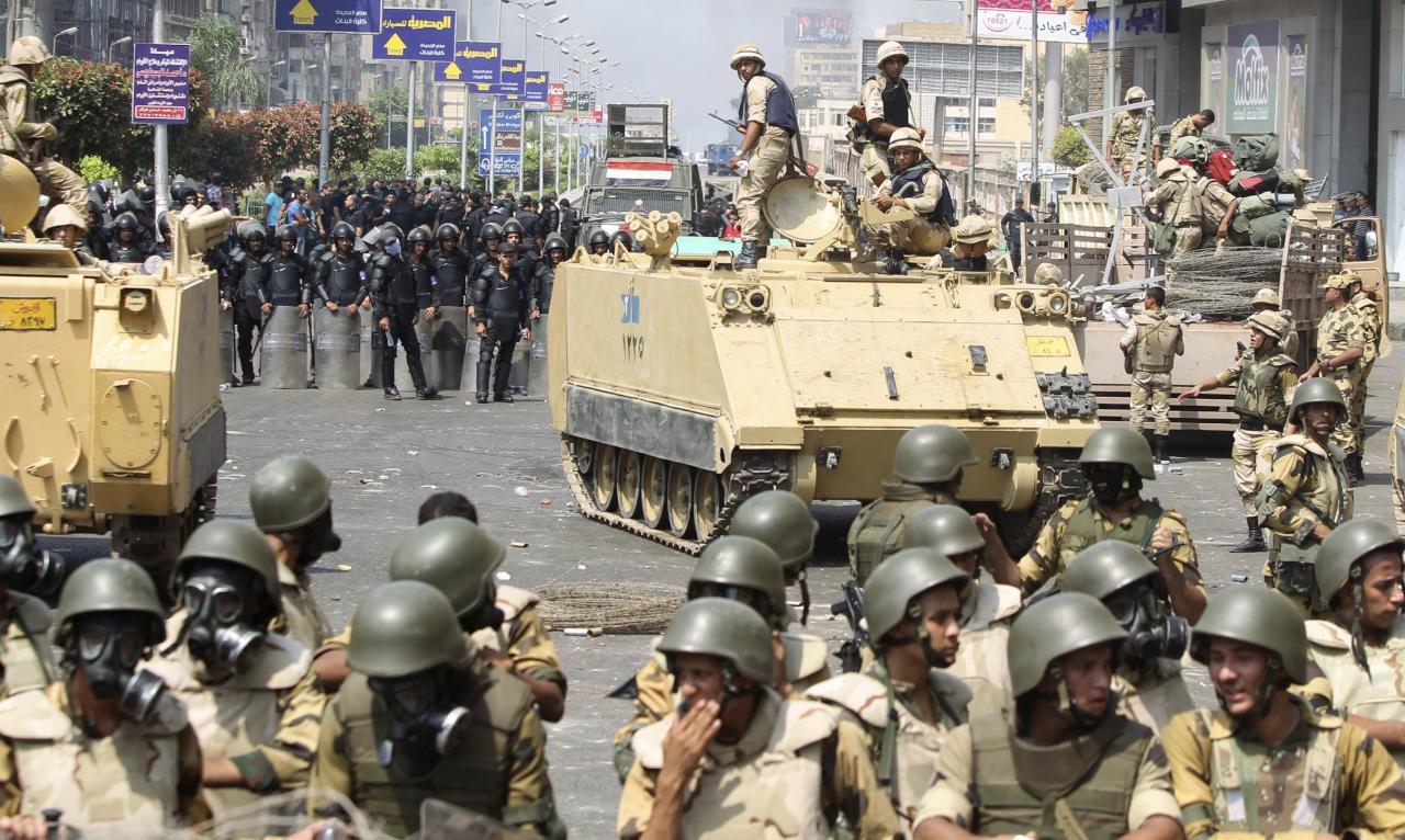 استنفار عسكري وطوارئ بمترو القاهرة عشية 25 أبريل