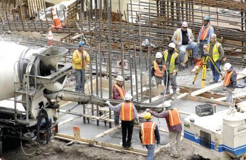 تراجع أسعار مواد البناء في أبوظبي خلال الشهر الماضي