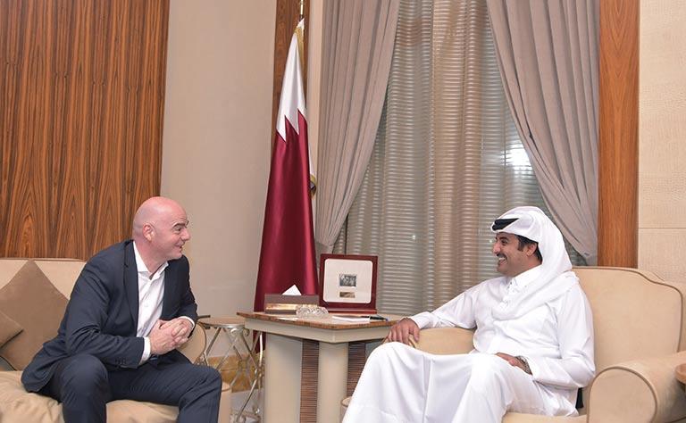 أمير قطر يستقبل رئيس الفيفا جياني إنفانتينو