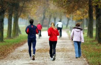 دراسة: المشي يجنب الإصابة من السرطان ويطيل العمر