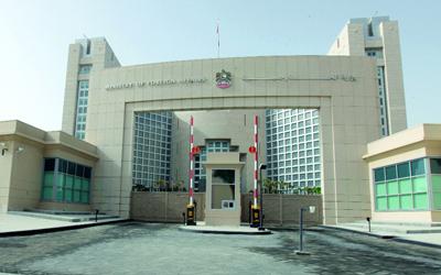 الإمارات تحذر مواطنيها من السفر إلى 9 دول