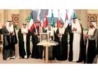 قادة دول الخليج يكرمون أمير الكويت