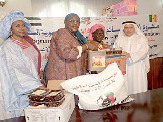 مؤسسة خليفة تقدم 800 سلة غذائية و6 آلاف وجبة في أفريقيا