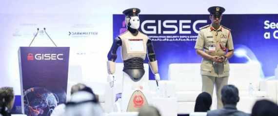 دبي تعلن رسمياً عن انضمام أول شرطي آلي إلى صفوف كوادرها