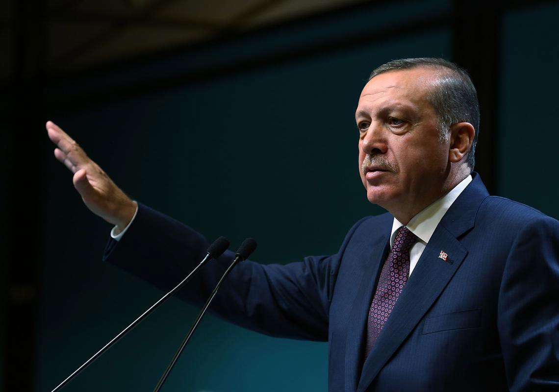 أردوغان يحذر العرب من تنظيم غولن ويتهم مصر بدعمه