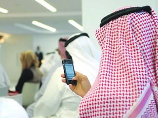 سكان الإمارات يتحدثون بقيمة 25 مليار ردهم عبر الهواتف