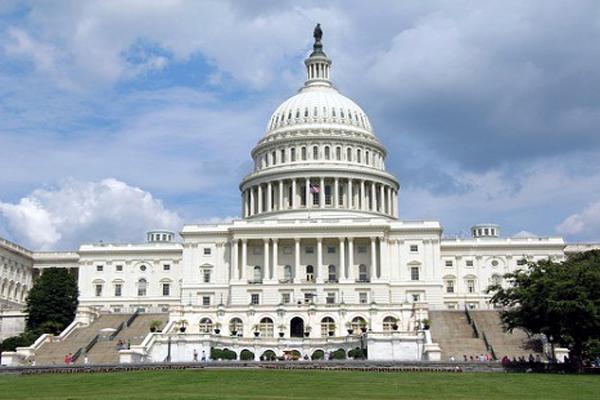 إغلاق مقر الكونجرس الأمريكي لليوم الثاني والشرطة تفحص عبوة مريبة