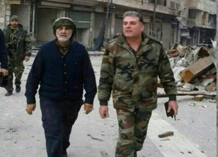 الجنرال الإيراني سليماني يتجول في حلب ويشهد إعدام 14 مدنياً