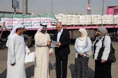 توزيع عاجل للمساعدات الإماراتية لمتضرري العداون الوحشي على غزة