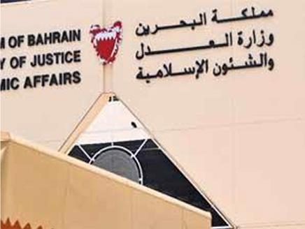 البحرين توقف عدداً من خطباء المساجد