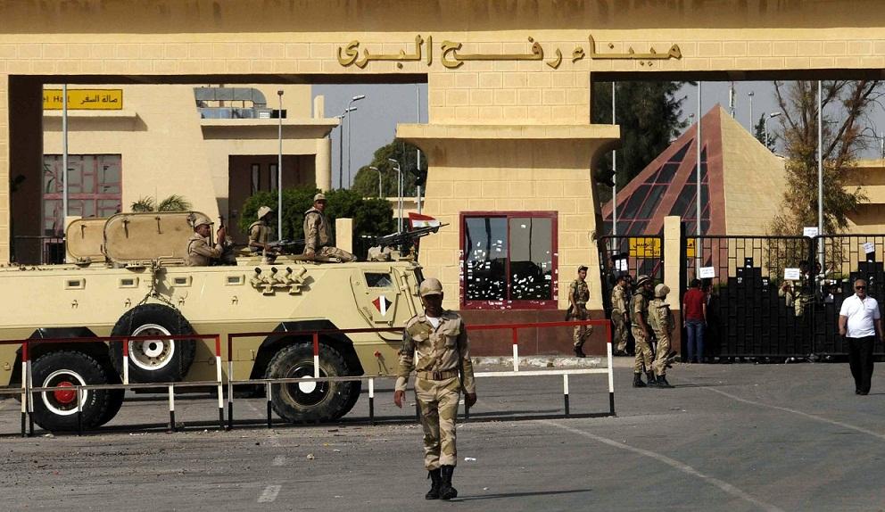 مسؤول فلسطيني: السعودية ومصر تستخدمان معبر رفح للضغط علينا