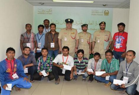 حقوق الإنسان في شرطة دبي تلتقي مصابي حادث سير