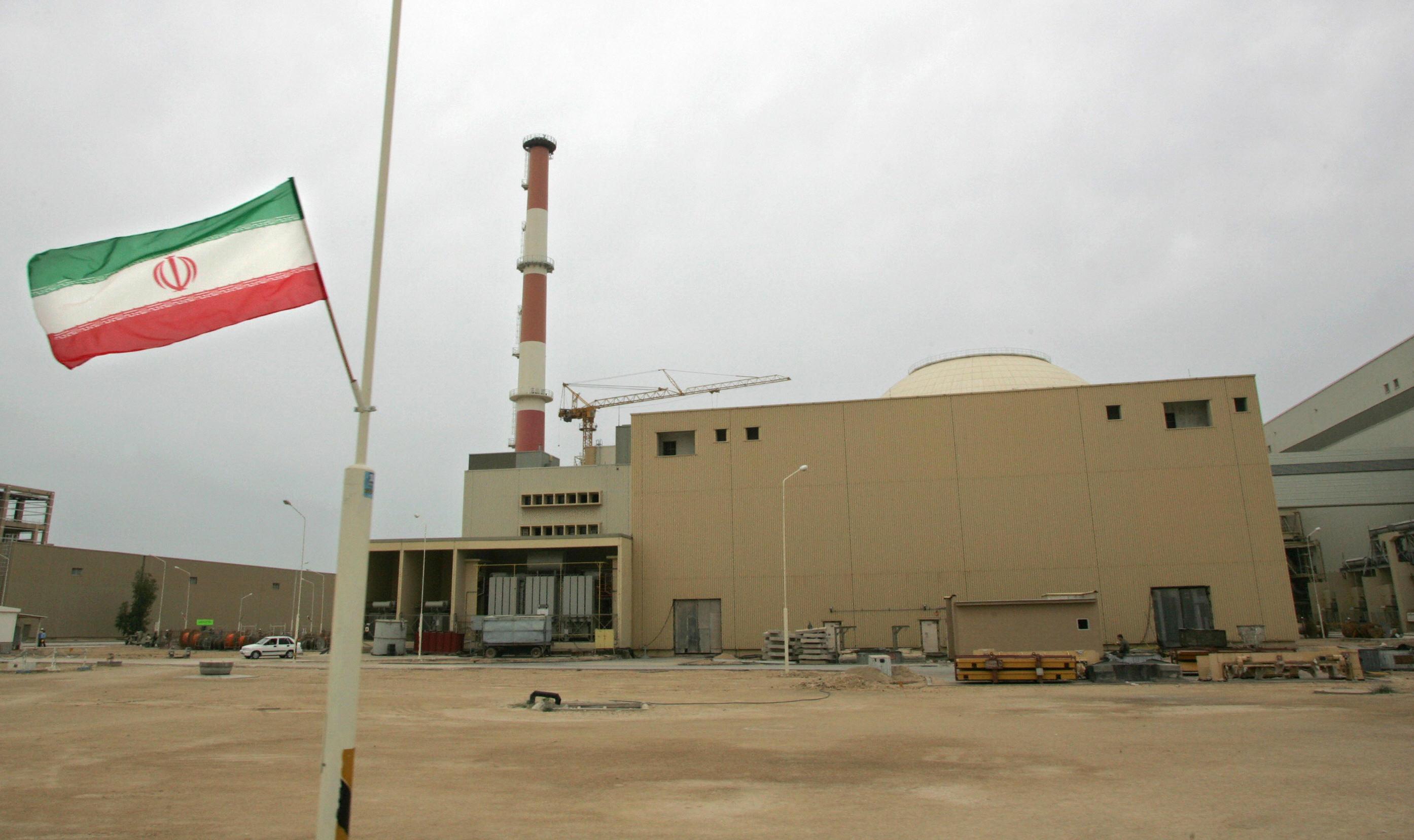 إيران تتخذ خطوات لتنفيذ التزاماتها في اتفاق جنيف النووي