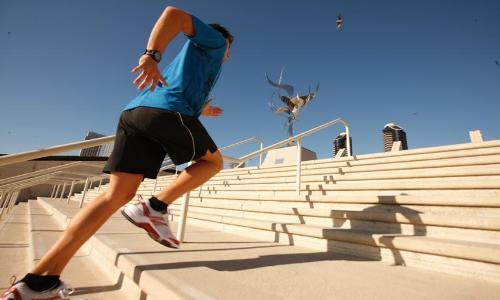 صعود الدرج يغنيك عن صالات اللياقة البدنية